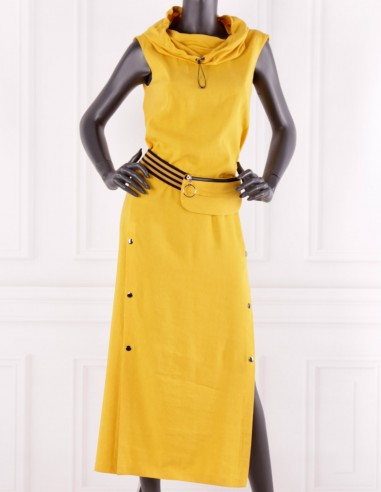 Długa lniana sukienka z kapturem